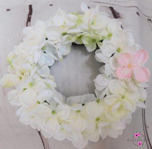Tischkranz mit weißer Hortensie