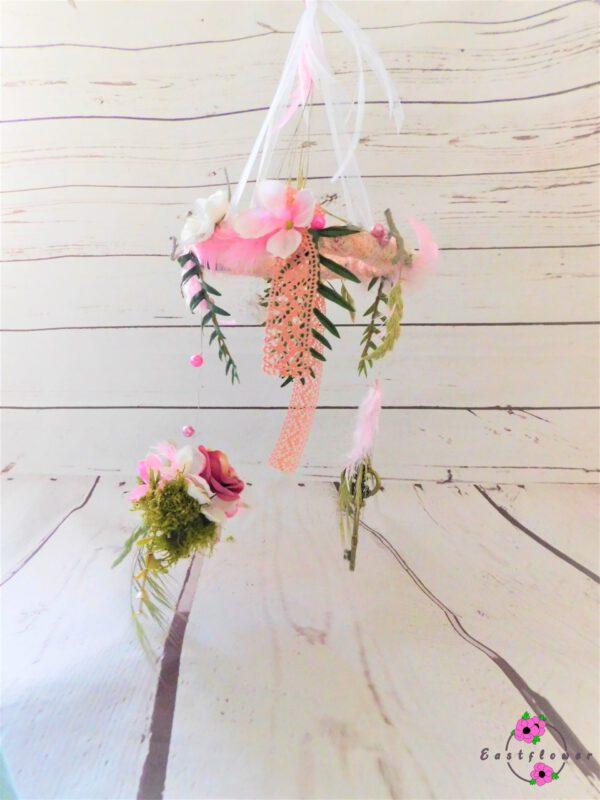 Hängekranz abfließend mit Blumen
