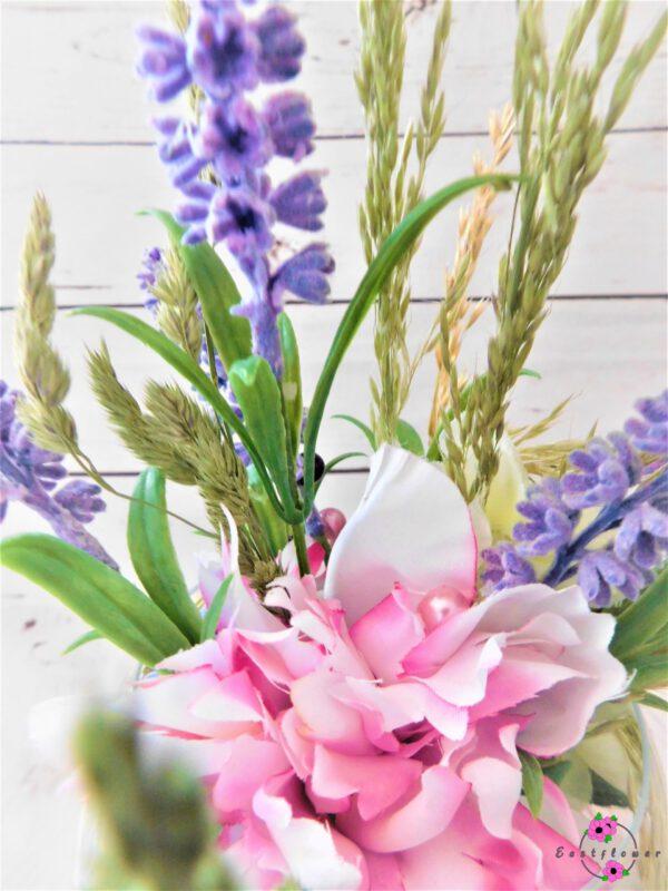 Blume mit Glasvase