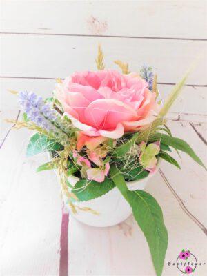 Topfgesteck mit rosa Rose in weißer Vase
