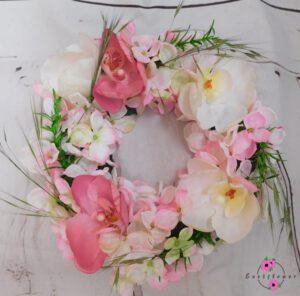Tischkranz mit rosa Hortensie und Gräsern