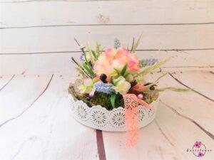 Tellergesteck mit rosa und lila Blume