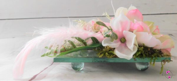 Rosa Blume mit Glasplatte